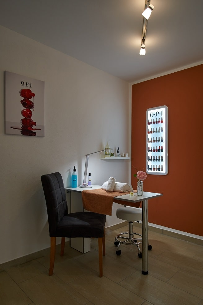 DA Kosmetikstudio Maniküre in Graben